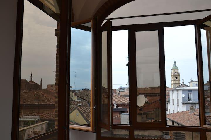 La torretta del B&B offre un panorama a 360 gradi sulla città di Piacenza