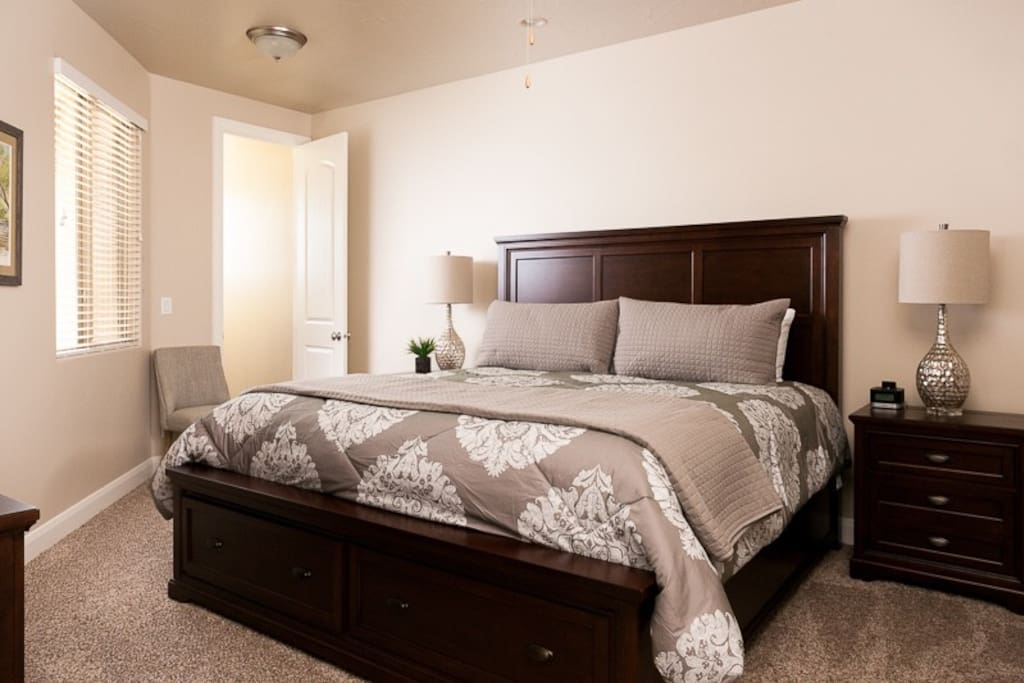 Main Floor Master king size bed