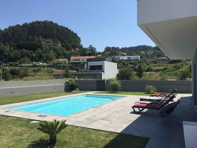 Villa moderne avec piscine privée