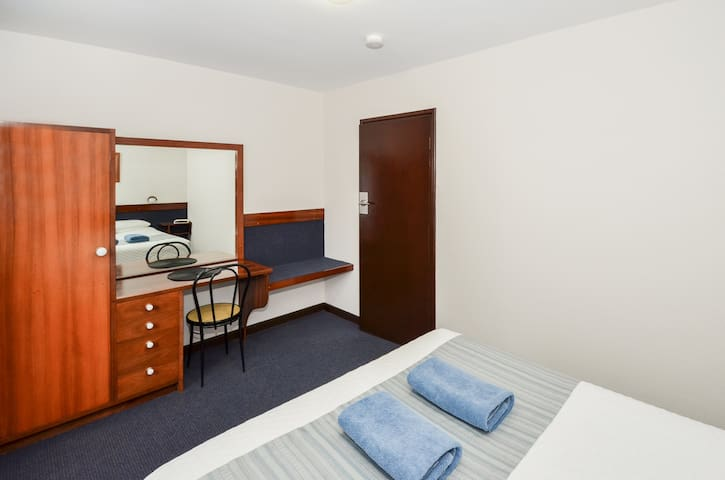 1and2BedBedroom2
