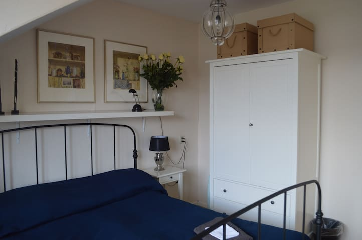 Lovely room for 2 guests - Haag - Leilighet
