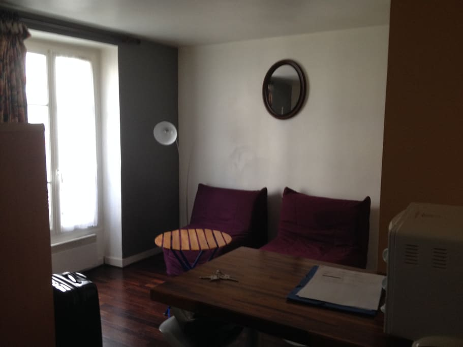 Studio c t des champs elys es apartments for rent in for Don de meuble paris