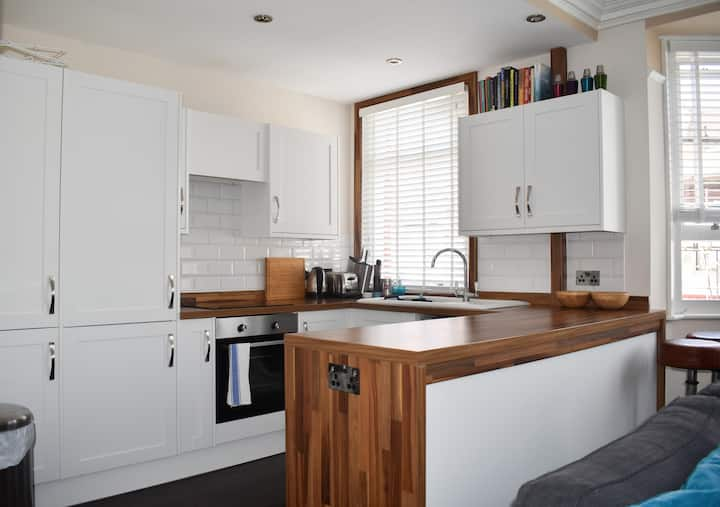 Modern and Bright 1BD Flat in the heart of Hove