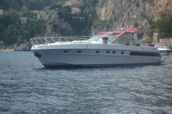 Dormir sur un yacht de 16 mètres à quai.