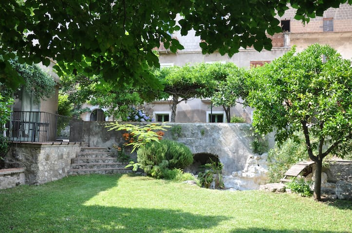 Guest House in South Italy Airbnb - Lauro AV - Huis