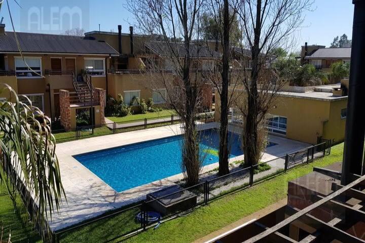 Excelente Condominio Amplio con Pileta ideal Flia.