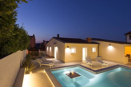 Villa Manuela with pool and whirpool - Banjole
