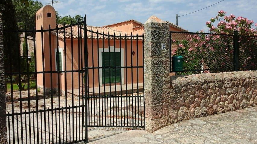 Casa cómoda con jardín bien situada en Valldemossa