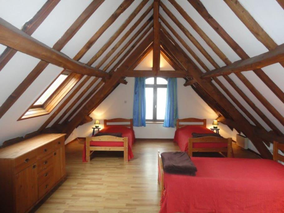 meubl 5 pers la ferme de wolphus zouafques nord pas de calais. Black Bedroom Furniture Sets. Home Design Ideas