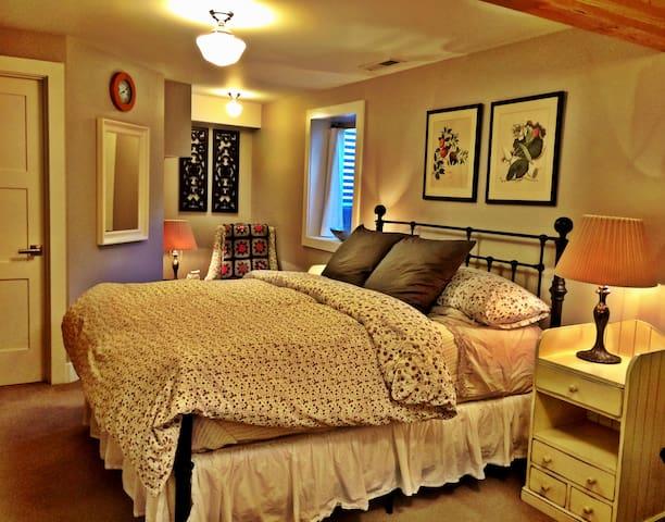 Guest Suite in Amazing Walking Neighborhood!