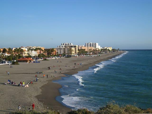 Piso en primera linea de playa - Salobreña - House