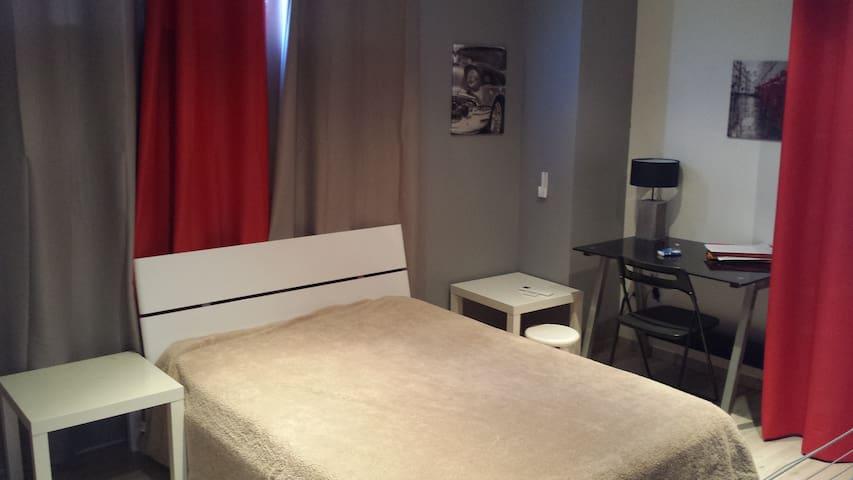 Chambre avec Petit Déjeuner - Nîmes - Byt