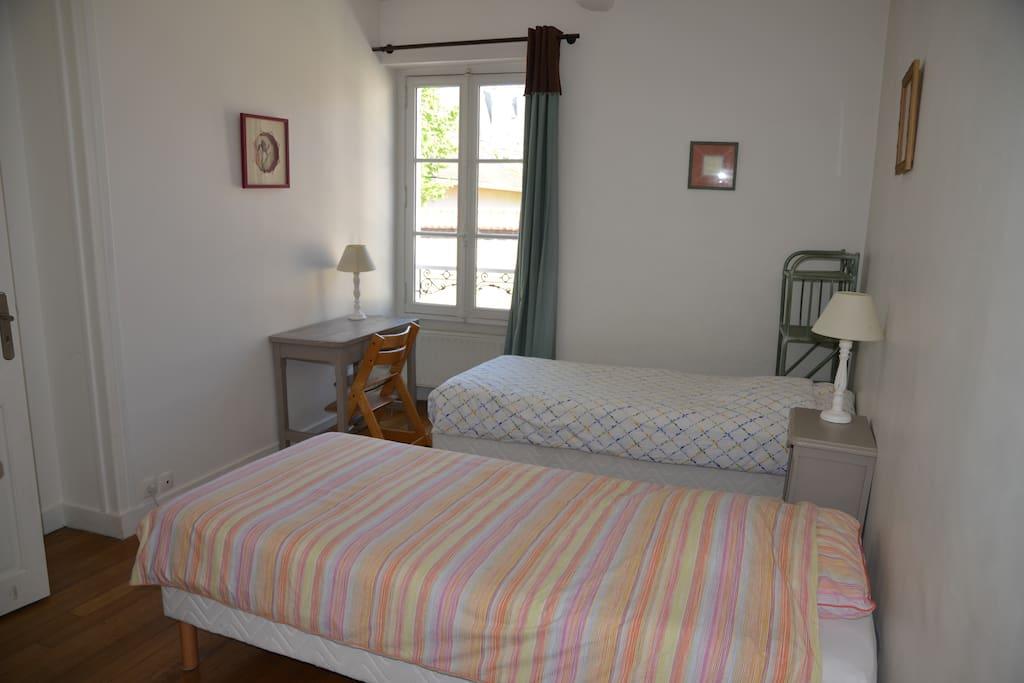 Sleeping Room 1 - Chambre 1