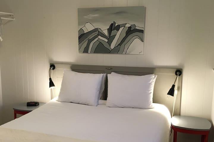 Cozy Suites 6