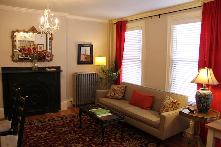 $99 Special! *Penthouse Duplex* Close to Center - Boston - Lakás