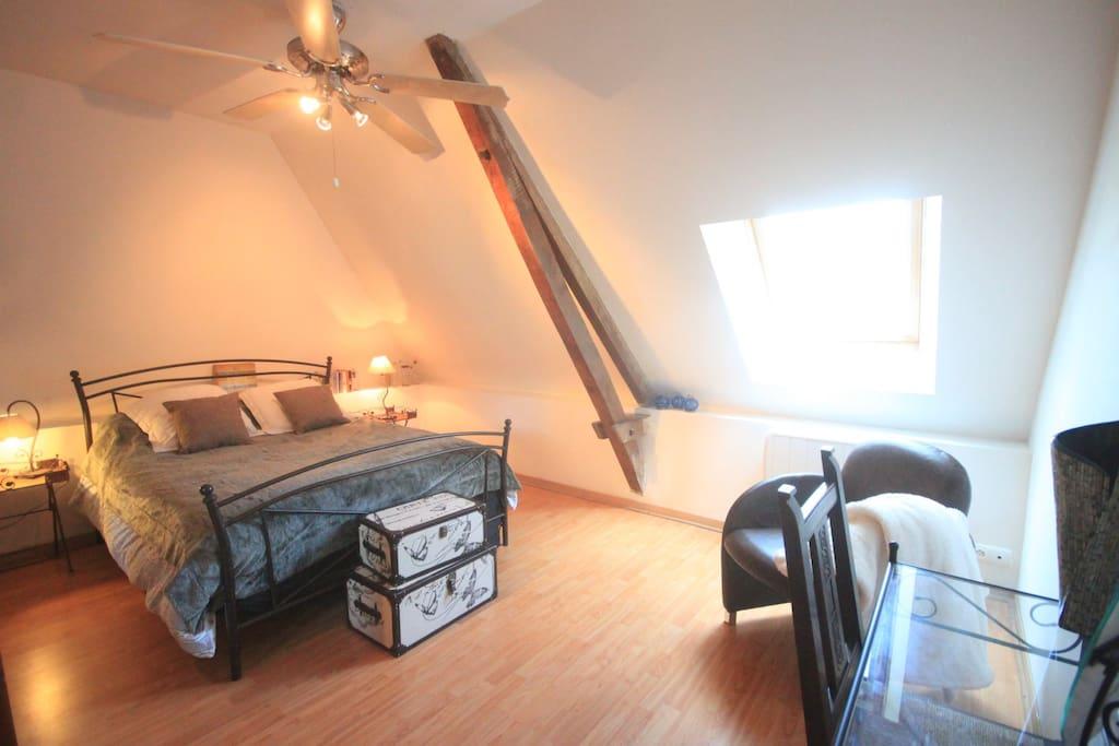 grande chambre en p rigord avec petit d jeuner chambres d 39 h tes louer anlhiac aquitaine. Black Bedroom Furniture Sets. Home Design Ideas
