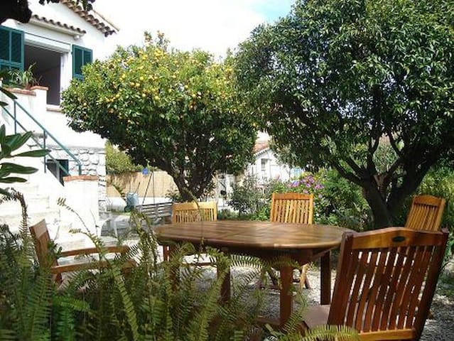 3 pièces spacieux dans villa,proche de mer