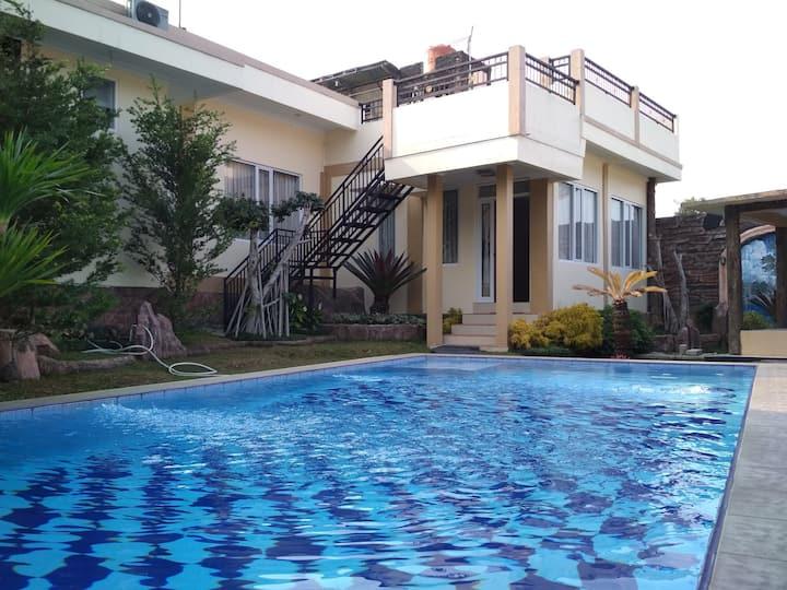 Villa HYT Khusus Family