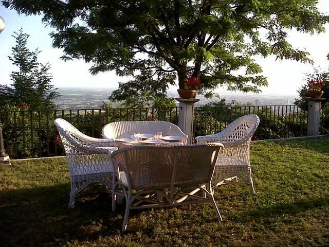 INTIMA ELEGANZA A PICCO SULLA CITTÀ - เบรสเซีย - ที่พักพร้อมอาหารเช้า