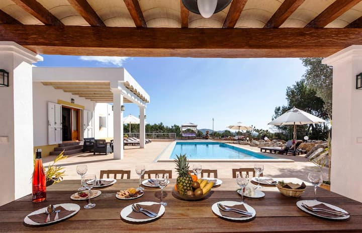 5km from Ibiza with sea views -