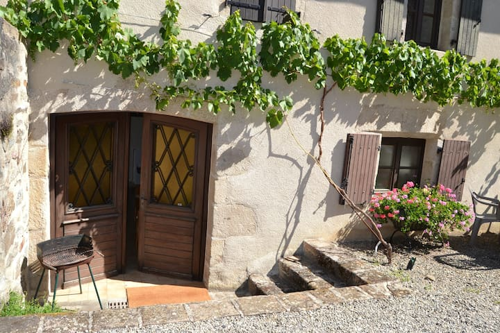 Dordogne Riverside Sous Sol Gite, centrally heated