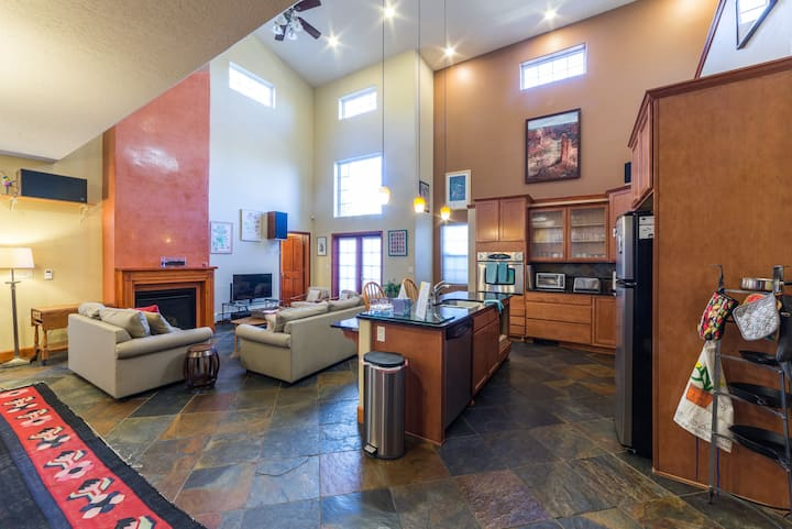 Spacious 3 Br 2 5 Ba Townhouse In Old Town Houses For