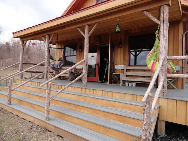 Brand new mountain home on 56 acres - Granville - Hus