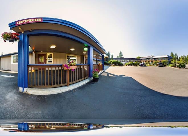 Rodeway Inn BEST RATES, COMFORT, & LOCATION