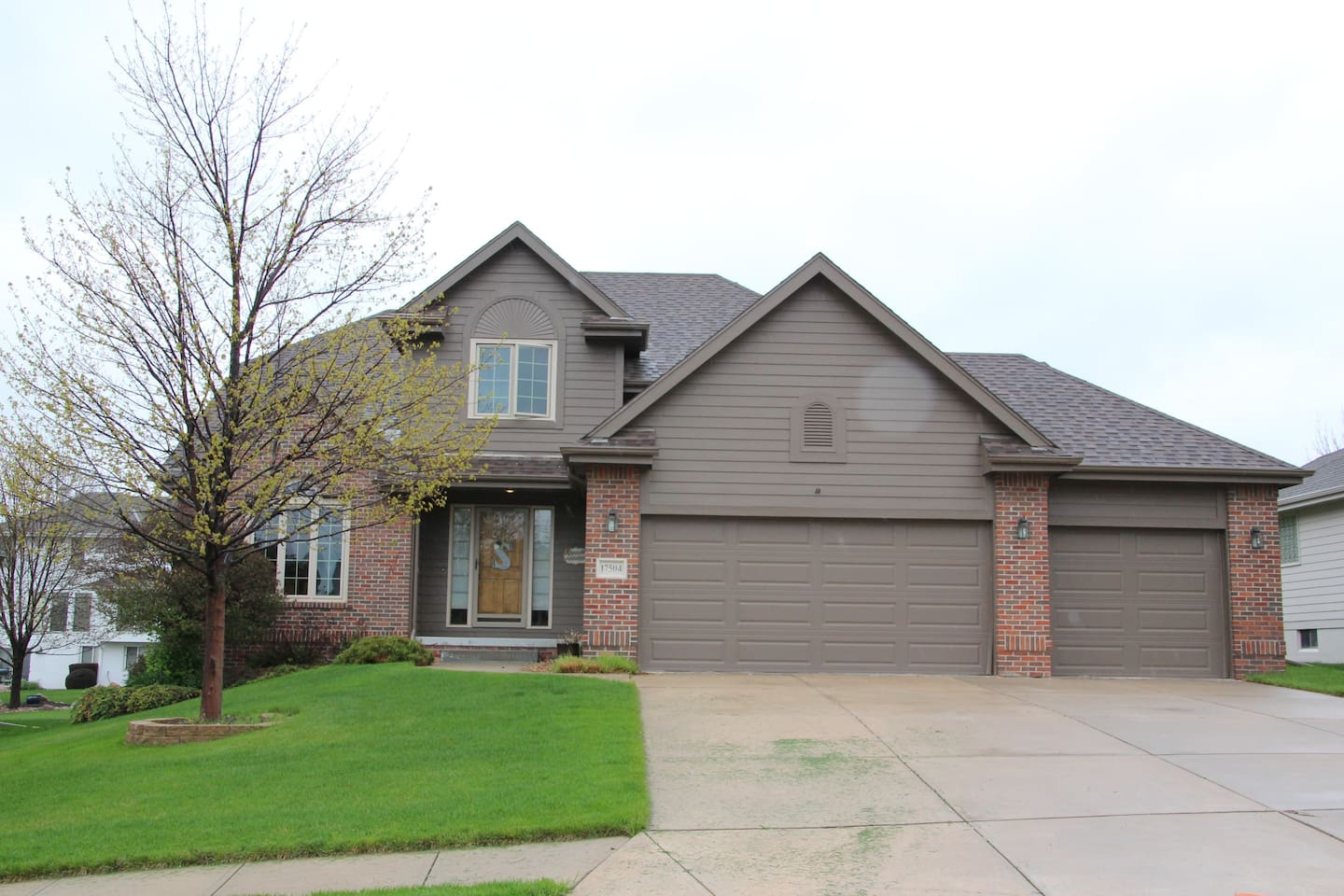 Large home in quiet and safe west Omaha neighborhood near parks and Zorinsky Lake