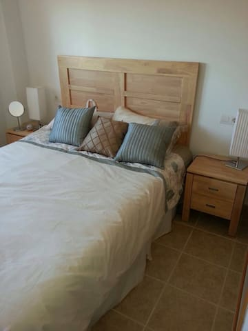 Schlafzimmer mit Masterbed (150x200)