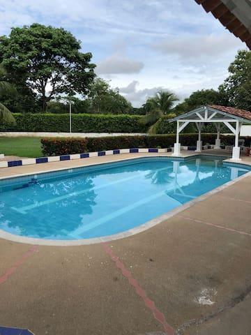 Casa en condominio campestre, piscina,bbq, jacuzzi