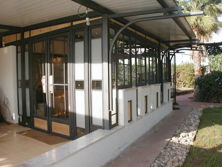 Makom.Pashut Moden art House