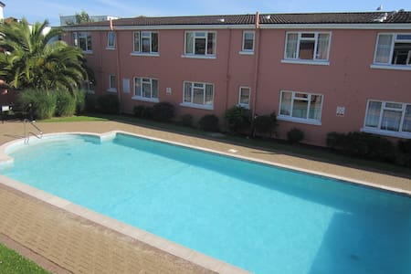 Luxury seaside apartment with pool - Paignton