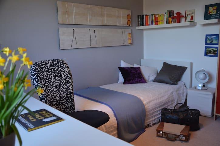 ruhiges Zimmer mit Morgensonne - Gröbenzell - ที่พักพร้อมอาหารเช้า
