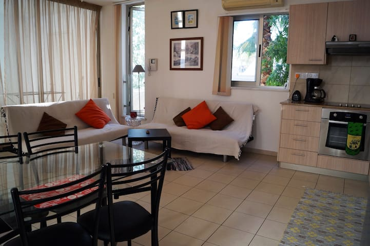 Modern City Center Apartment, Private WiFi, Pool