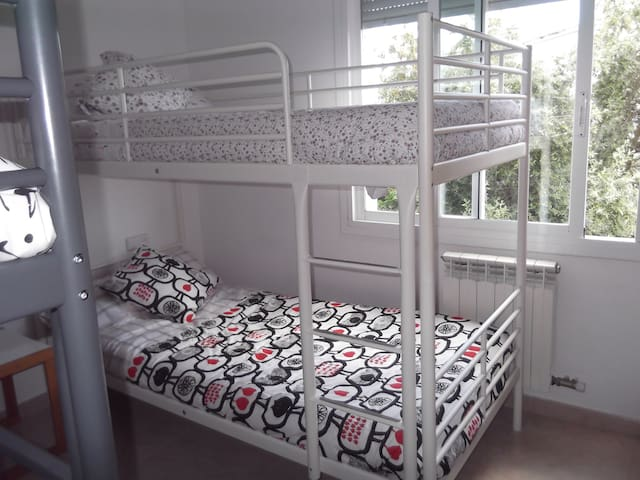 Private Room for Friends or Family - Viladecans - Maison