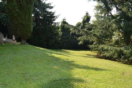 Chambre sur très beau jardin - Cour-et-Buis