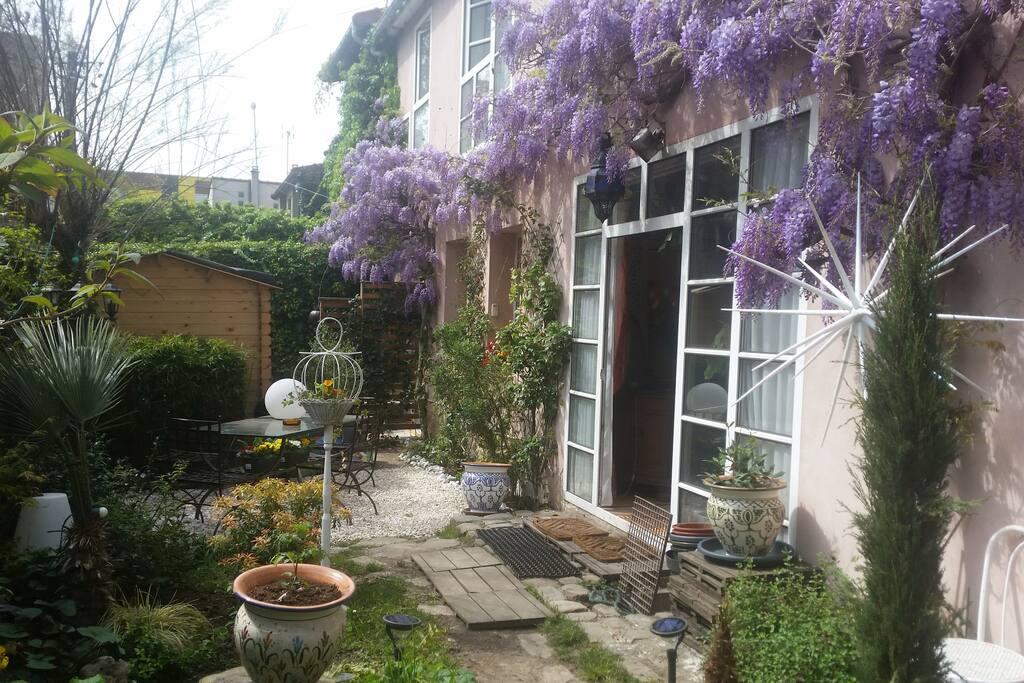 l'autre côté du jardin