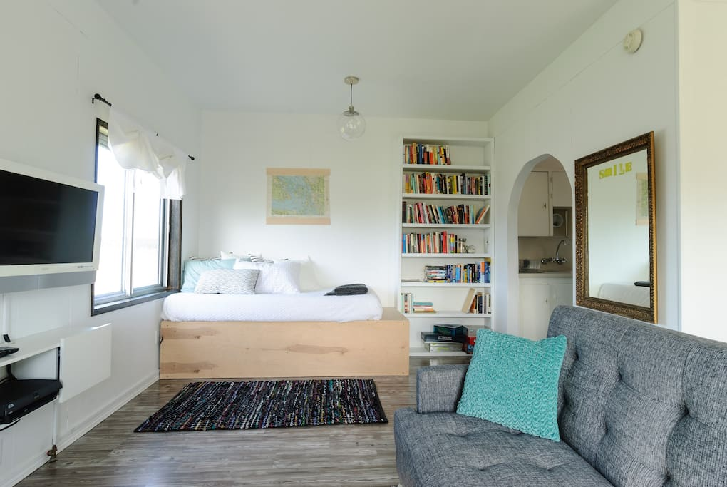The twin daybed is a wonderful nook for reading with a cup of tea or birdwatching on Crockett Lake.