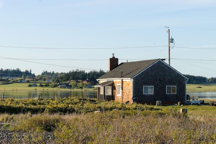 Charming Keystone Beach Cottage - Coupeville - House