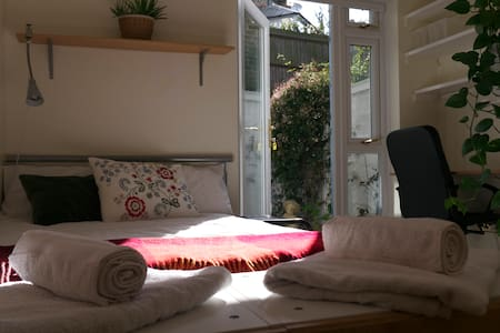 Garden room in South West London - 런던