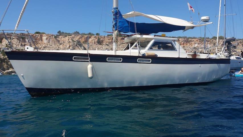 Entire boat at Ta Xbiex Marina - Msida - Boot