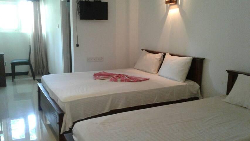 Comfortable triple room - Yala lake - Hambantota - Bed & Breakfast