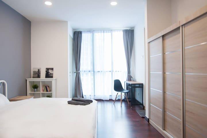 [Promo] 33- 2 Bedrooms condo next to LRT