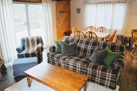 Cozy Cabin in the Woods w/ Fireplace - Big Bear