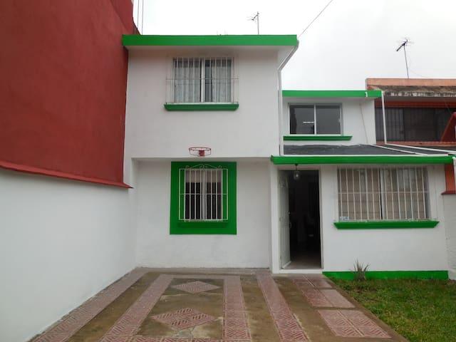 Casa completa en zona residencial, 7 personas