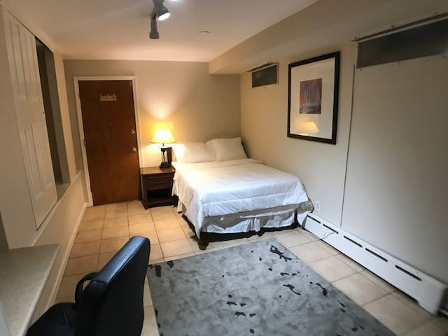Queen Village Inn -Suite 2D | Walk To Everything!