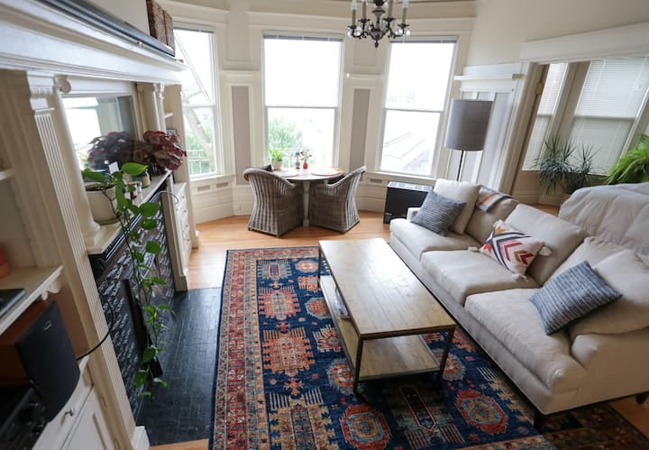 Charming, Bright 1BR Victorian with garage parking