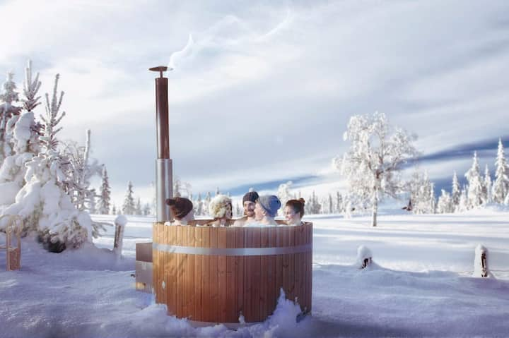 Ski in/Ski out Chalet Free-time with bath barrel