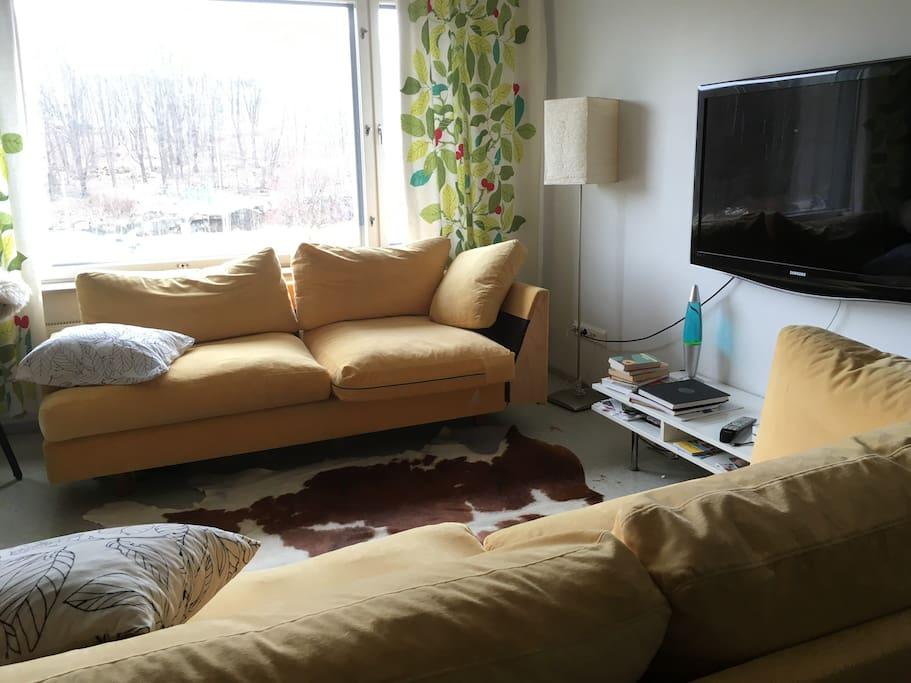 Livingroom, TV with Netflix.